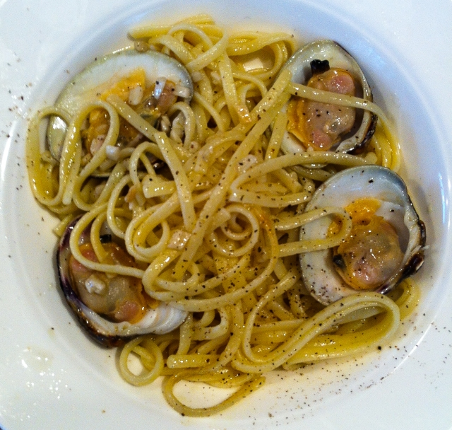 lingine and clams