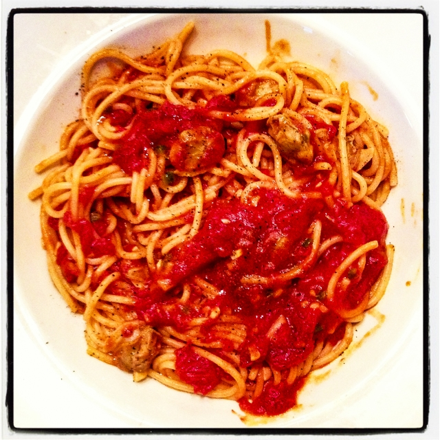 spaghetti and red clam sauce