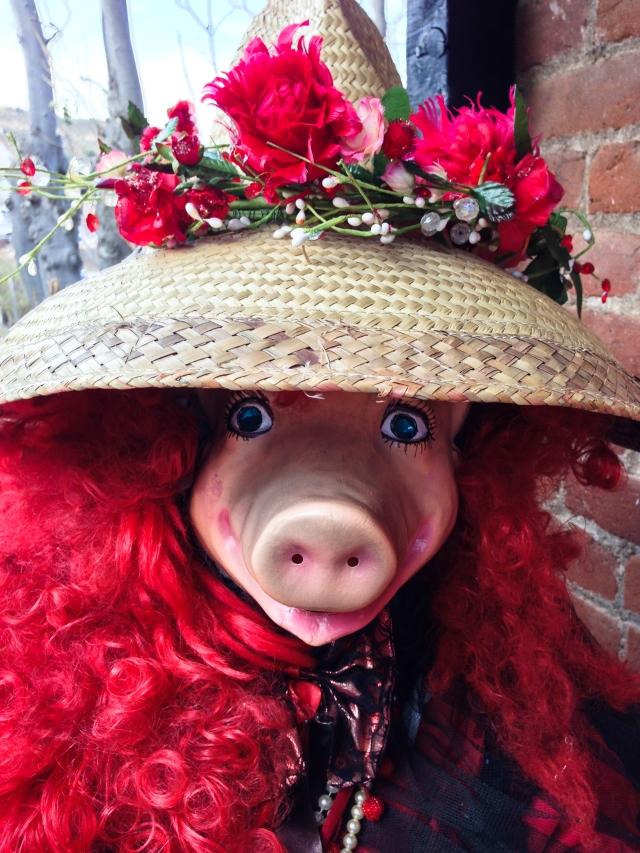 Miss Piggy's hat