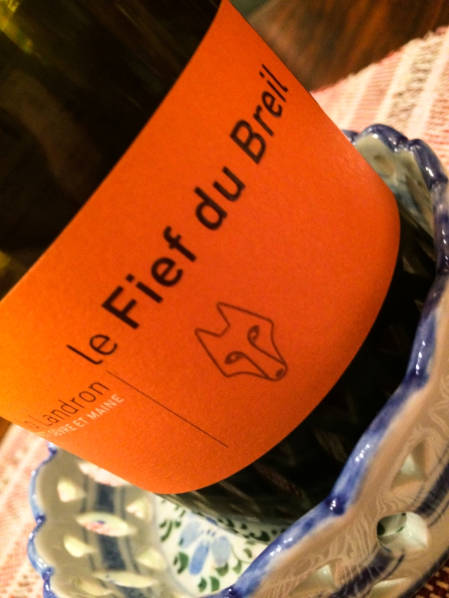 pour the Muscadet
