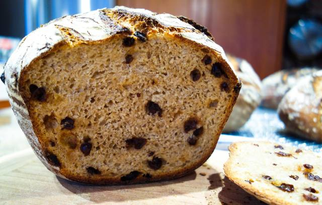 whole wheat levain with currants
