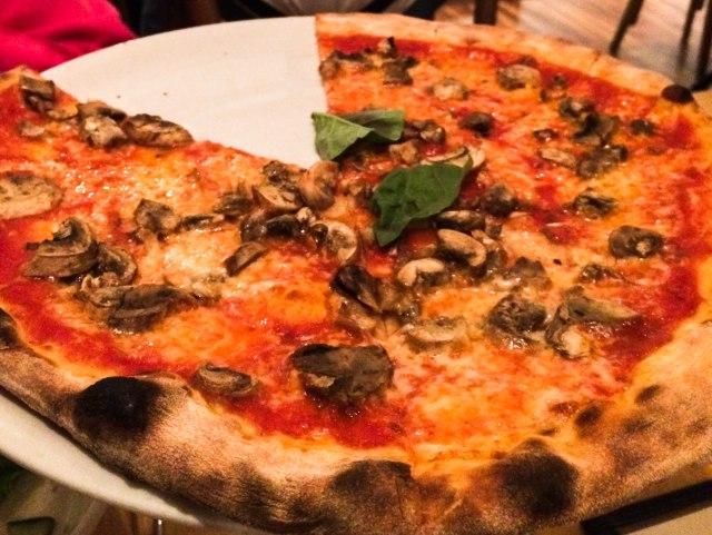 Visa O-1 mushroom pizza