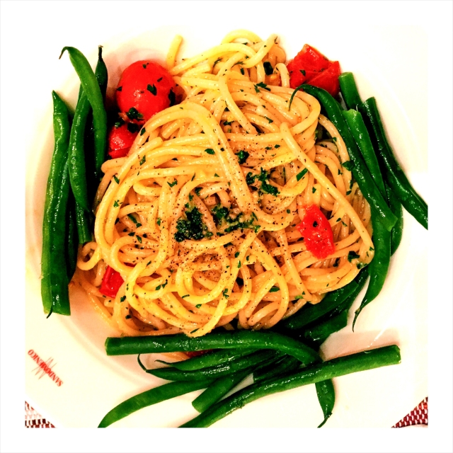 pasta in the dish with green beans-2